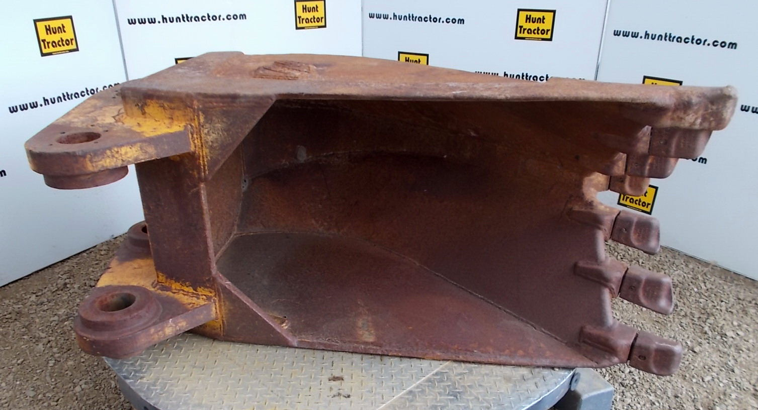 45590- 30in Frost Bkt for JCB JS240- 1.JPG