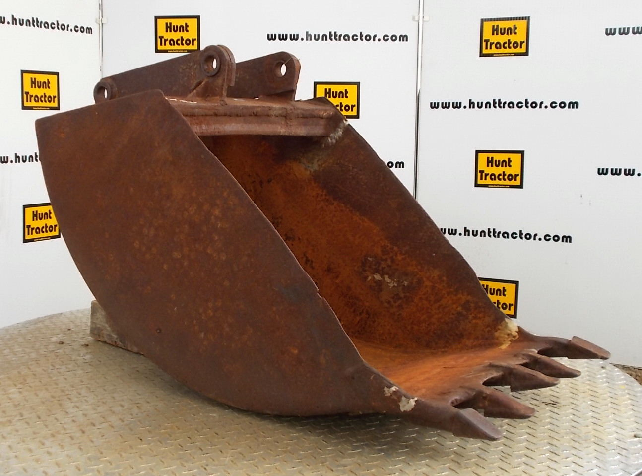 45957-24in Backhoe Bucket-1