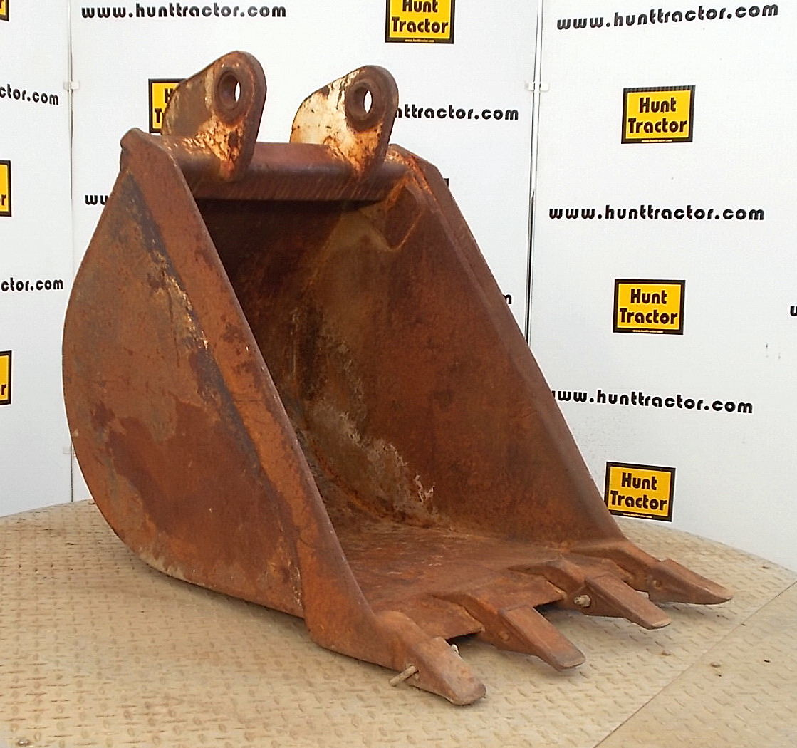 46018-24in Case 580L Bucket-1