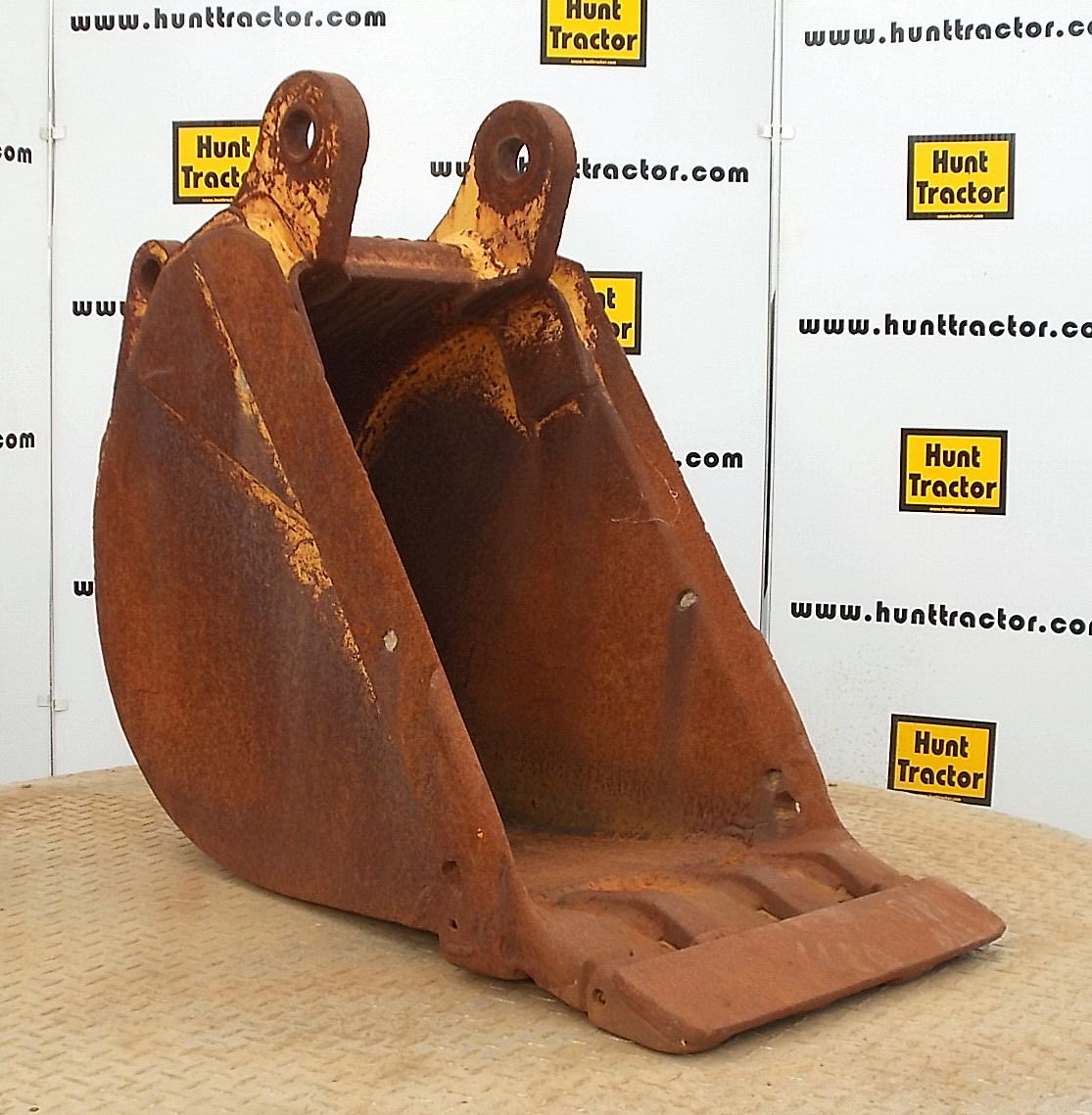 40331-18in Case 580M Bucket-1