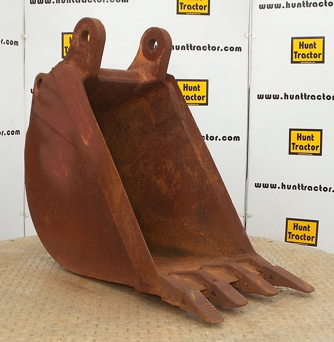 43244-18in Case 580L Bucket-1