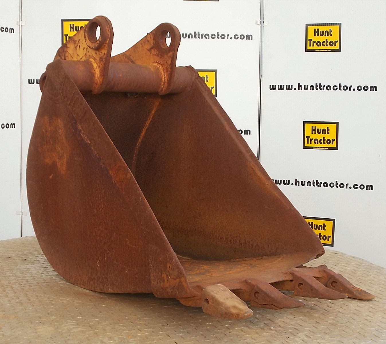 40480-24in Case 580C Bucket-1