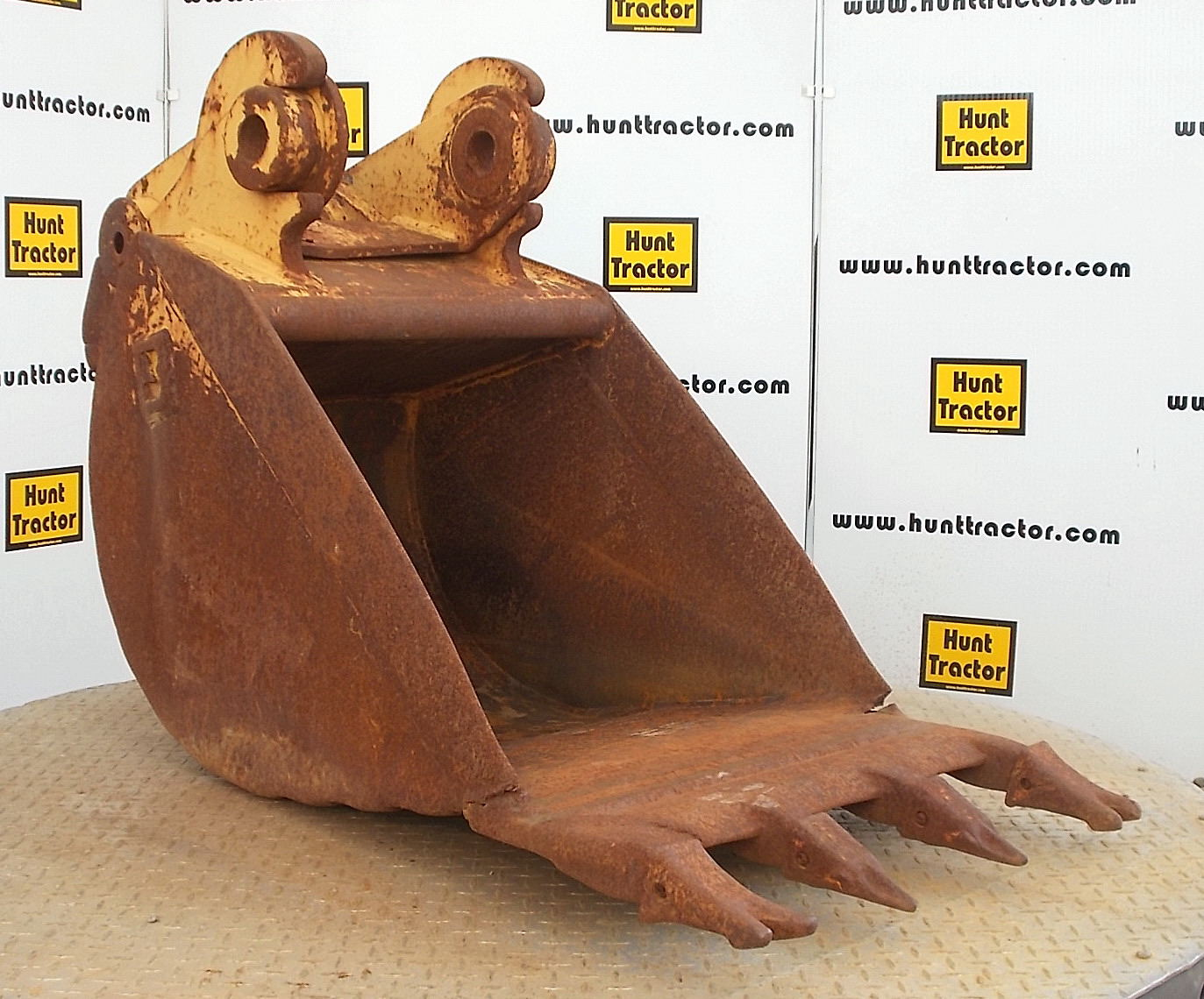 43179-24in Cat 416C Bucket-1