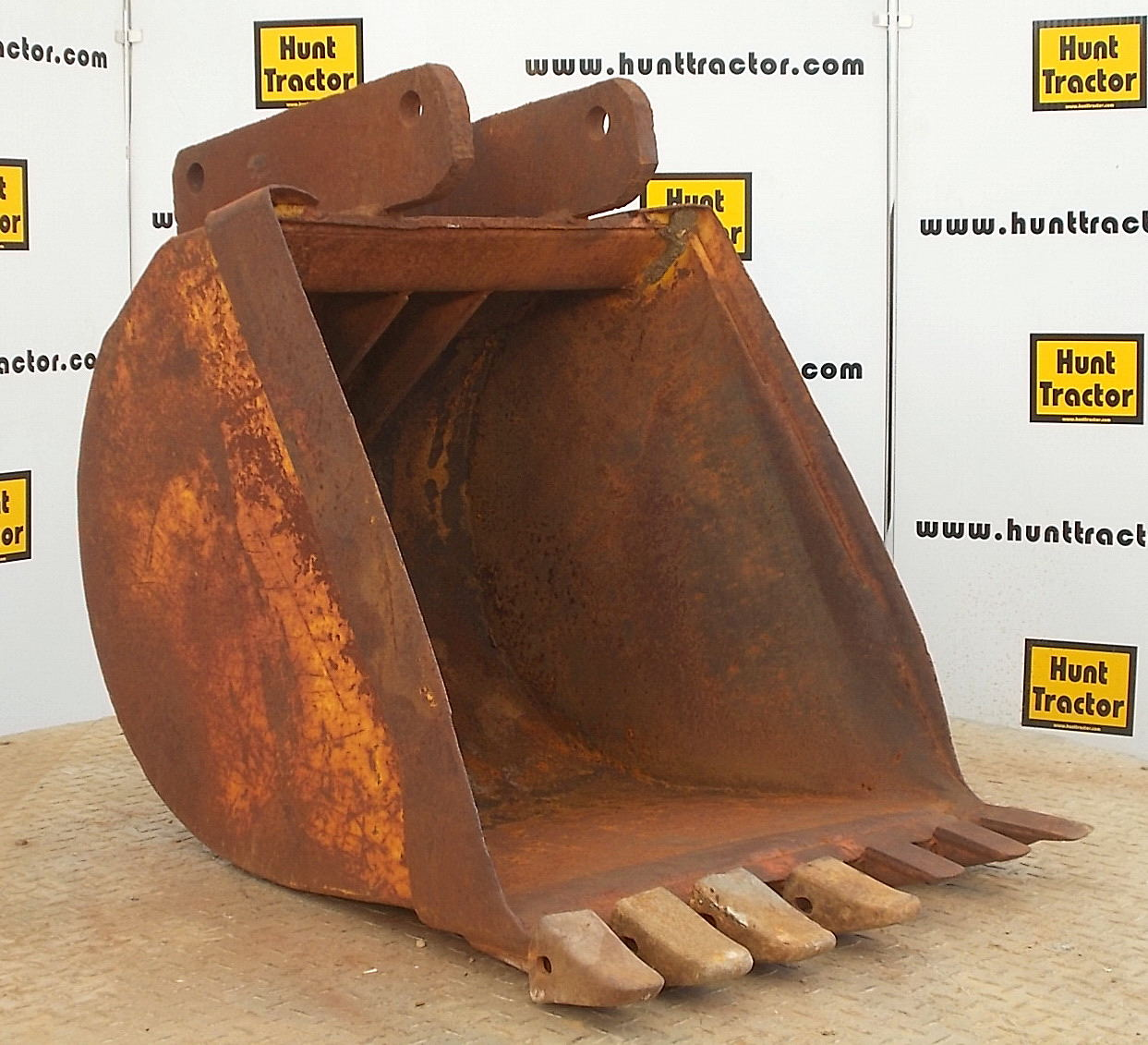 44055-24in Backhoe Bucket-1