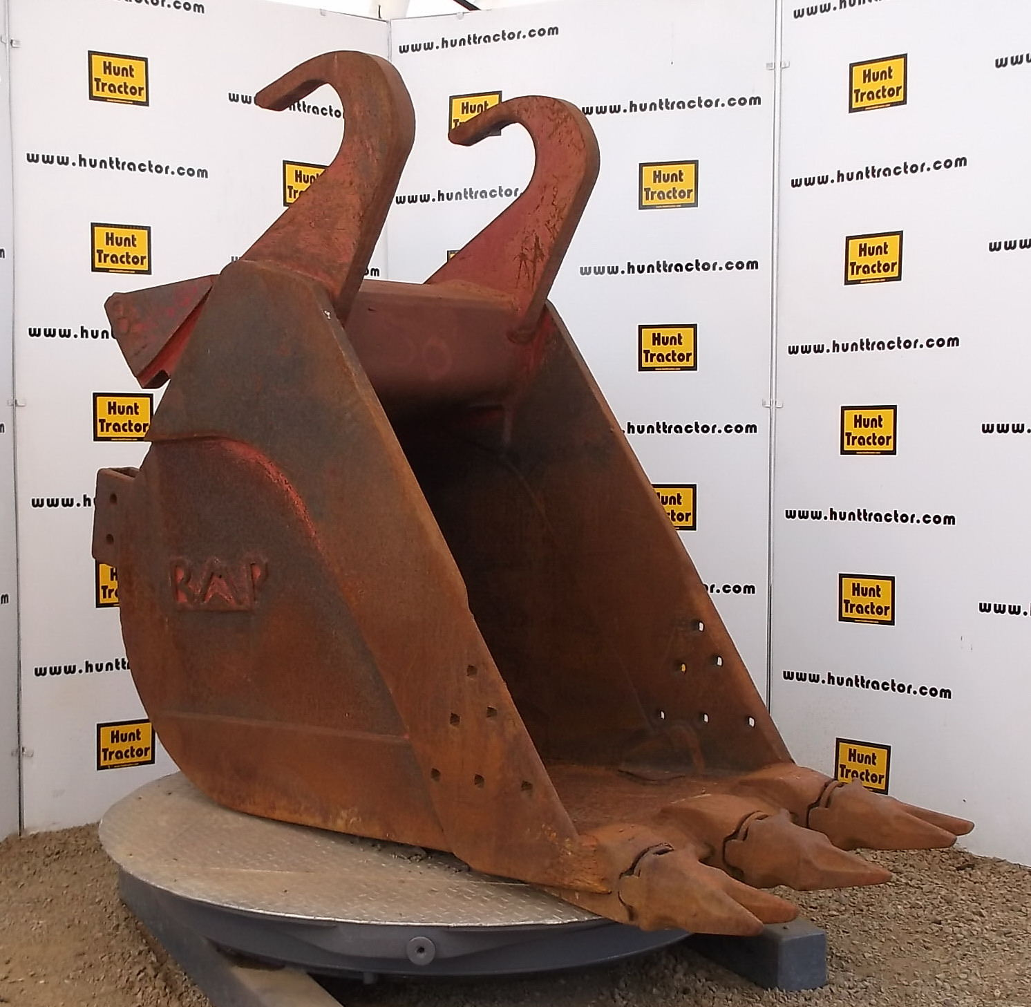 44101-32in Bucket with Jones Wedge Lugging-1