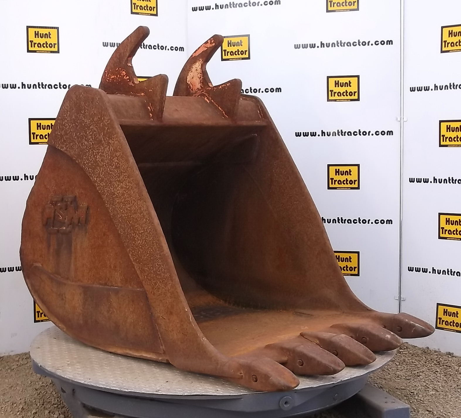 41747-42in Excavator Bucket with PSM Lugging-1