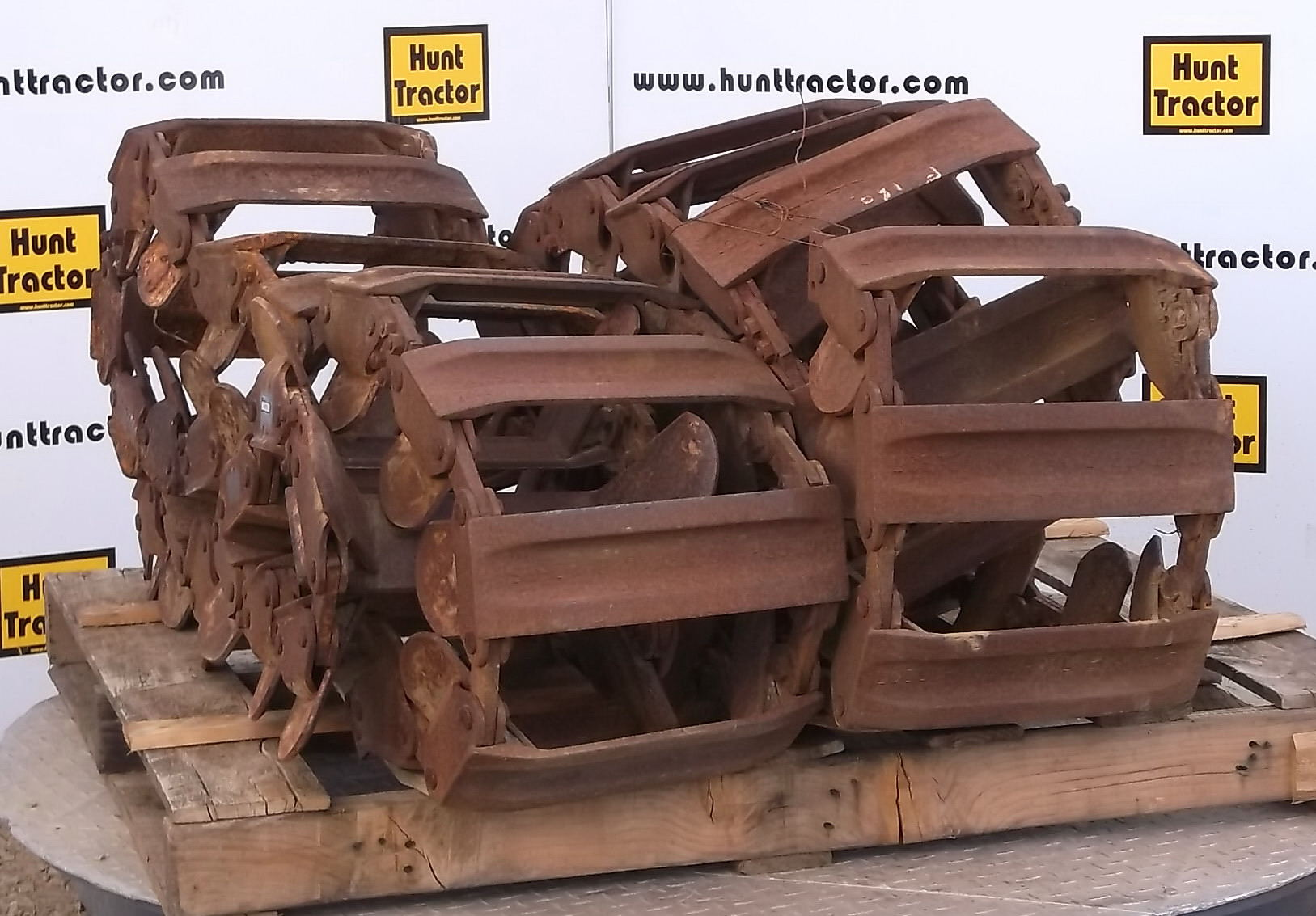 hunt tractor used 10 16 5 over the tire track for sale. Black Bedroom Furniture Sets. Home Design Ideas