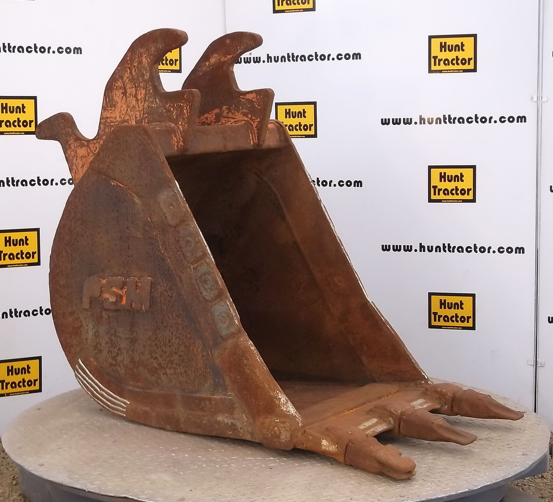 43361-26in Excavator Bucket with PSM II Lugging-1