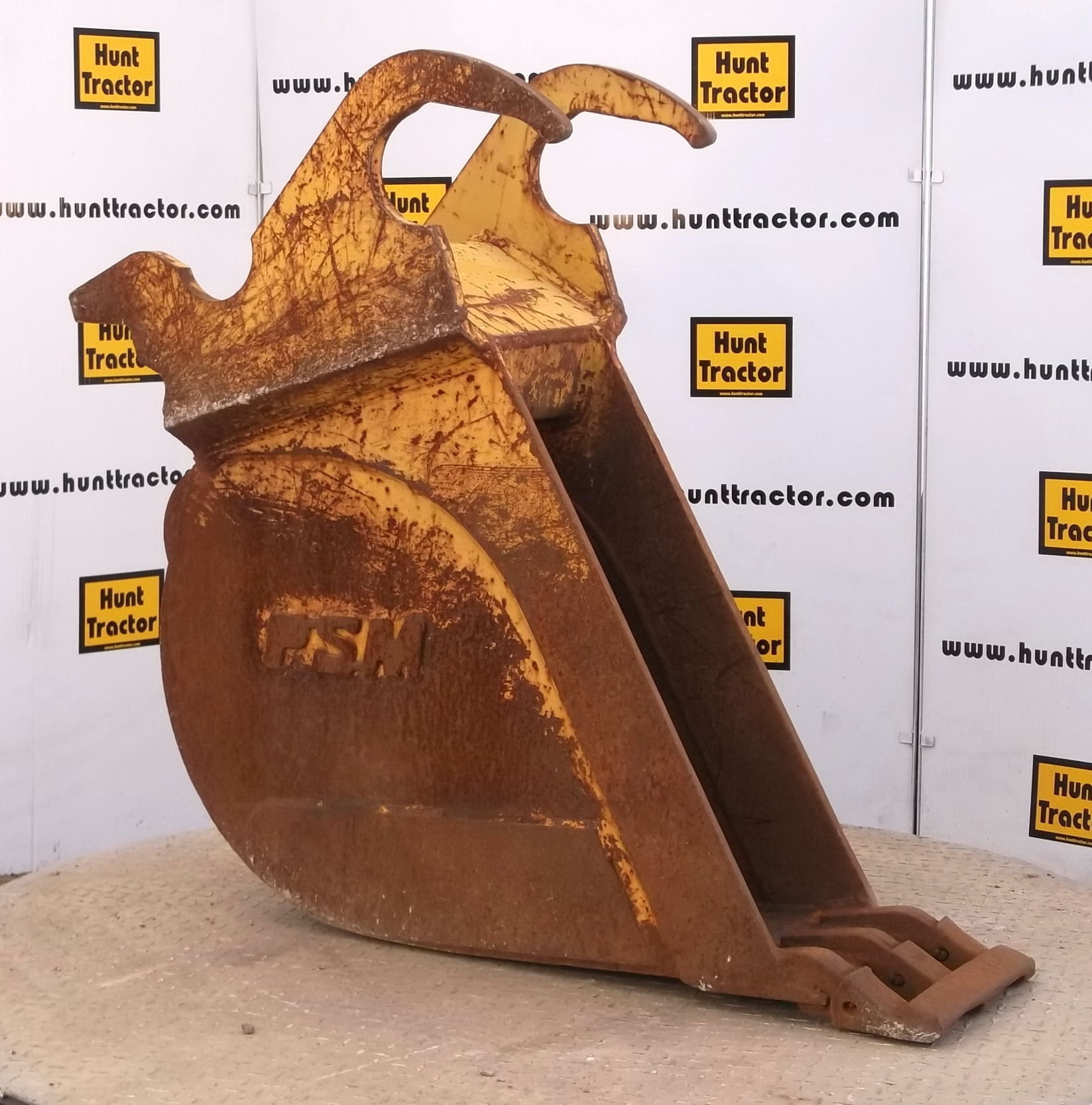 41001-12in Excavator Bucket with Balderson Lugging