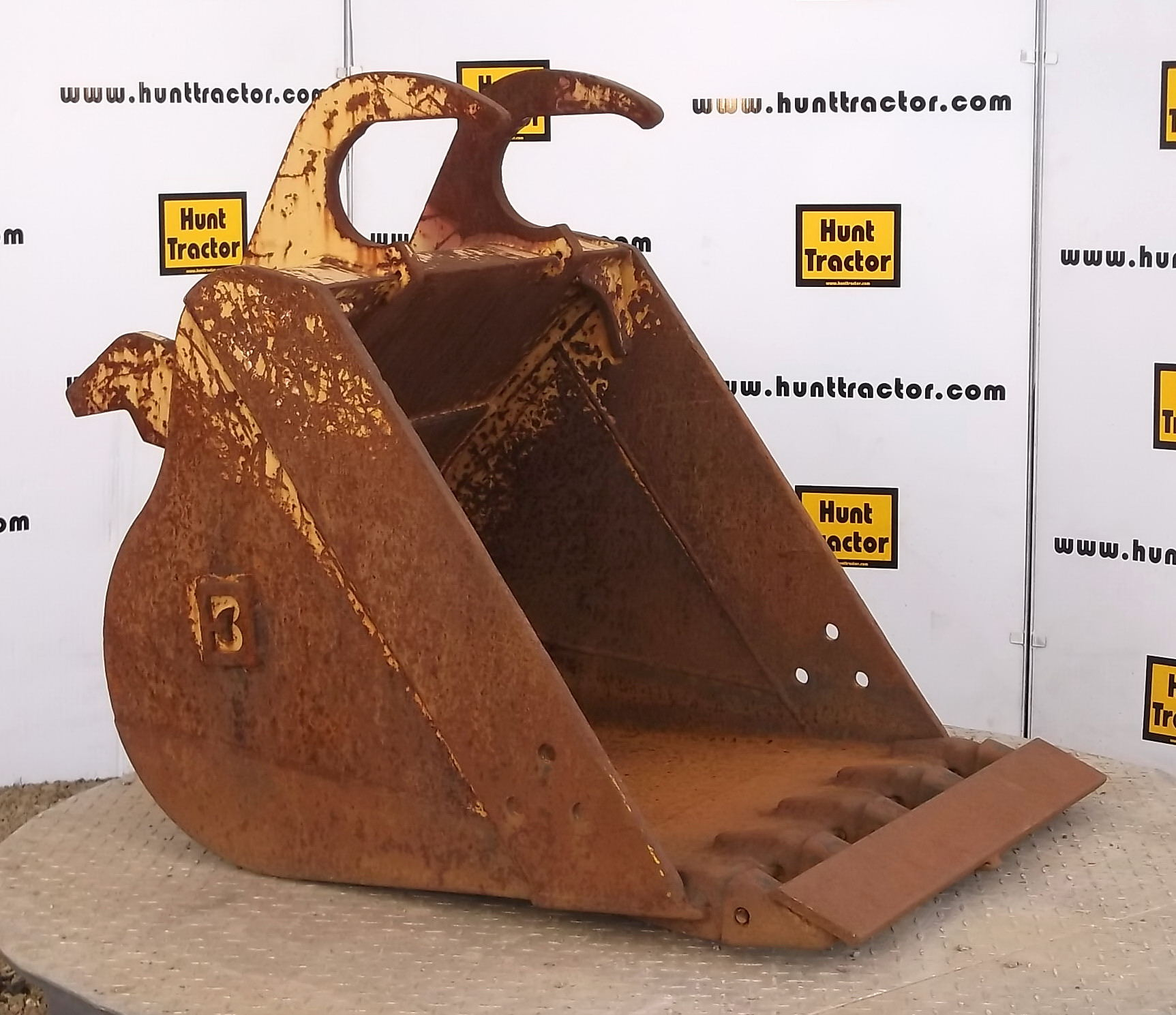 40990-30in Excavator Bucket with Balderson Lugging