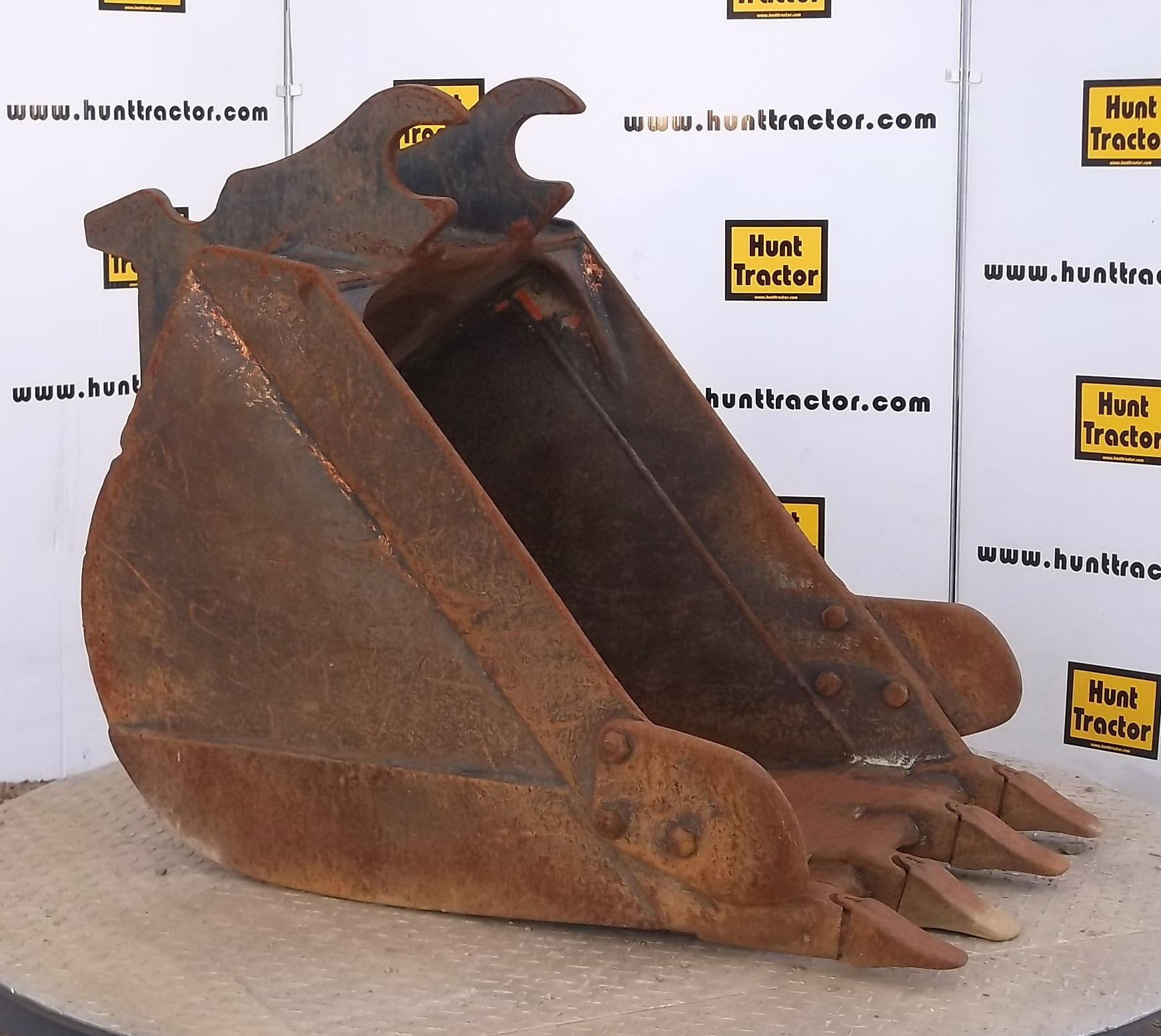 42199-26in Excavator Bucket with Wedge Lugging-1