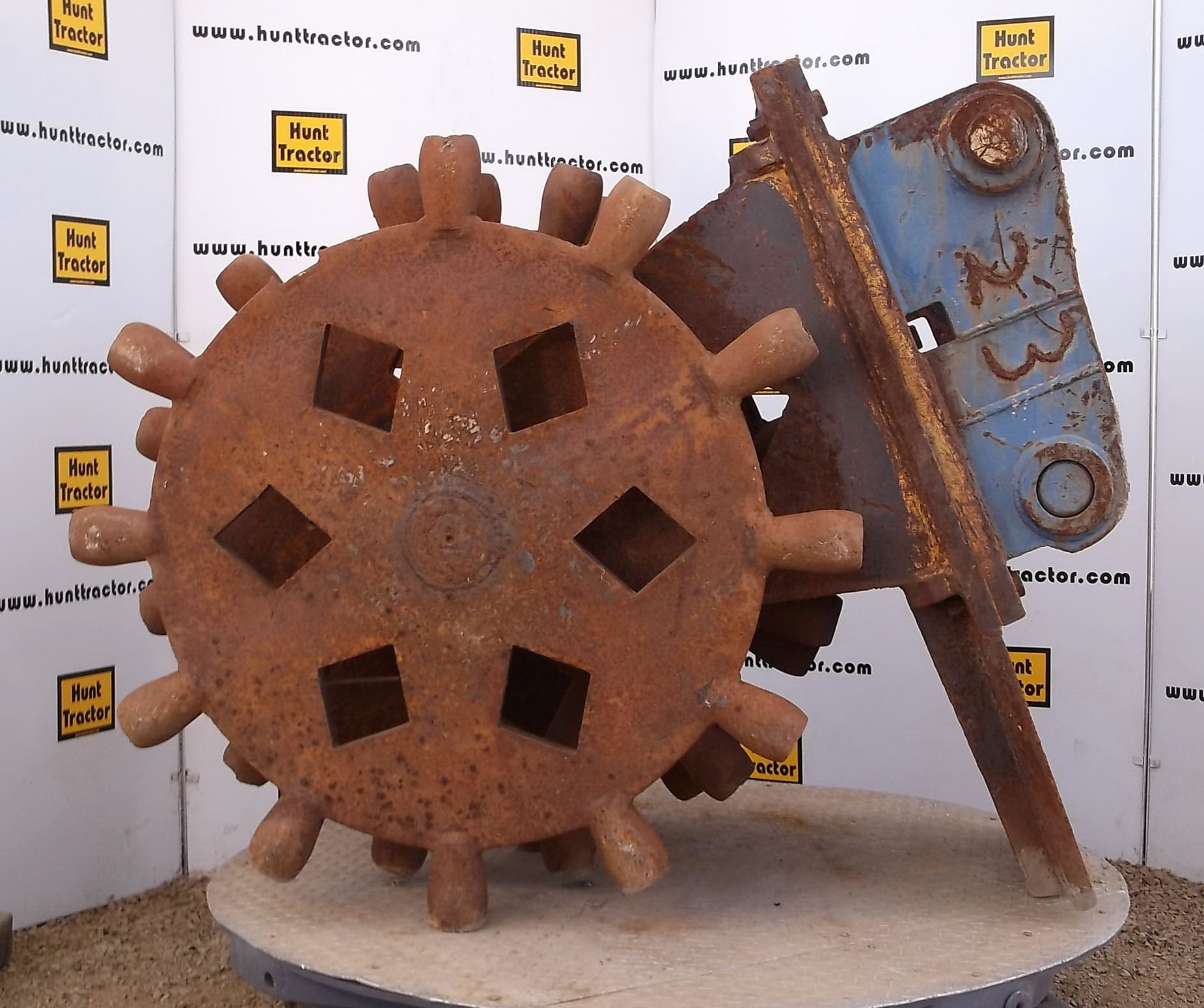 44211-36in Cat 235C Compaction Wheel-1