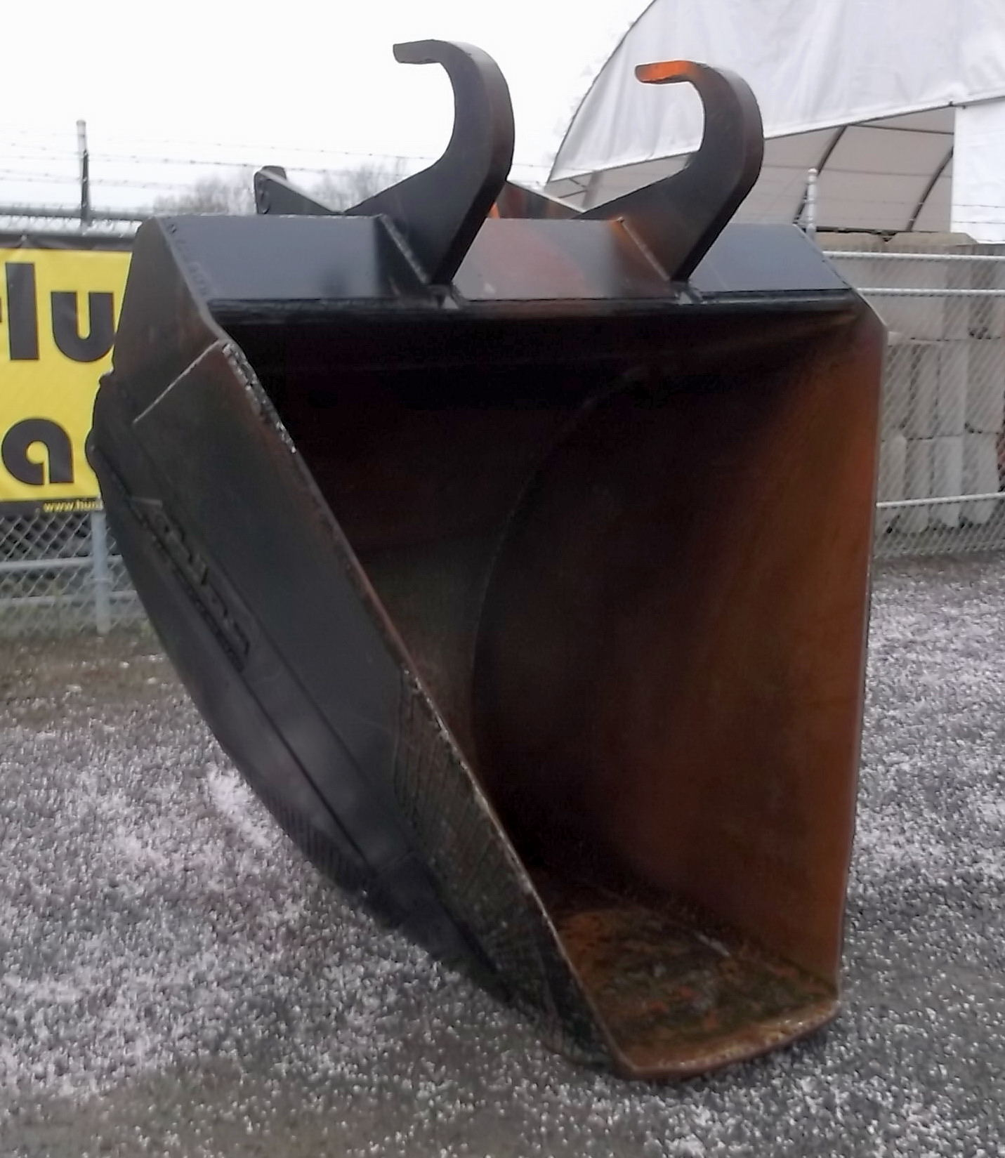 43833-66in x 22in Trapezoid Bucket with Jones Lugg