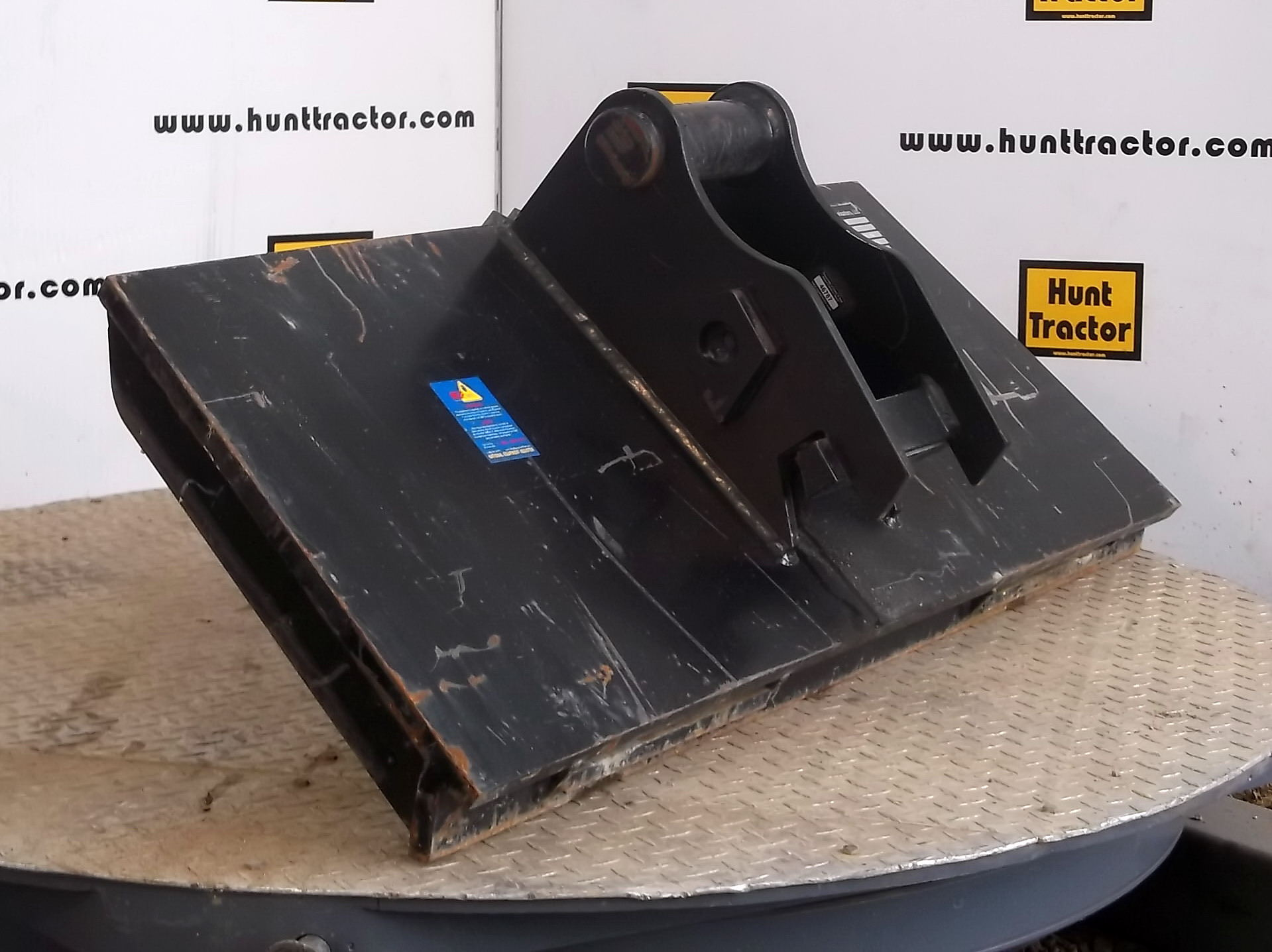 46787-Skidsteer to John Deere Wedge Adapter-1