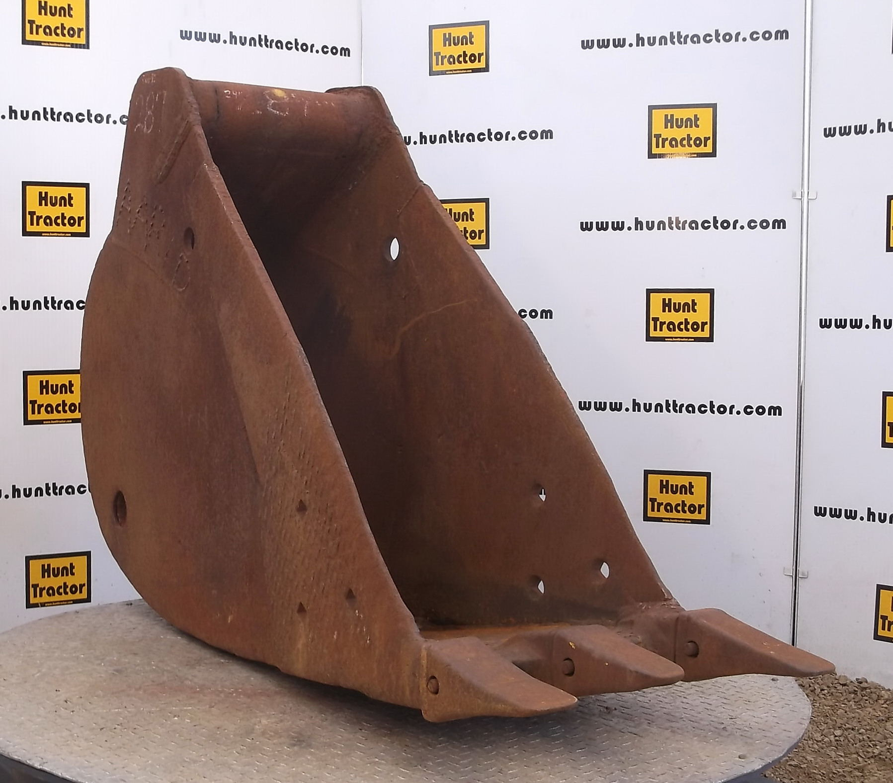 41724-24in Excavator Bucket with No Lugging-1