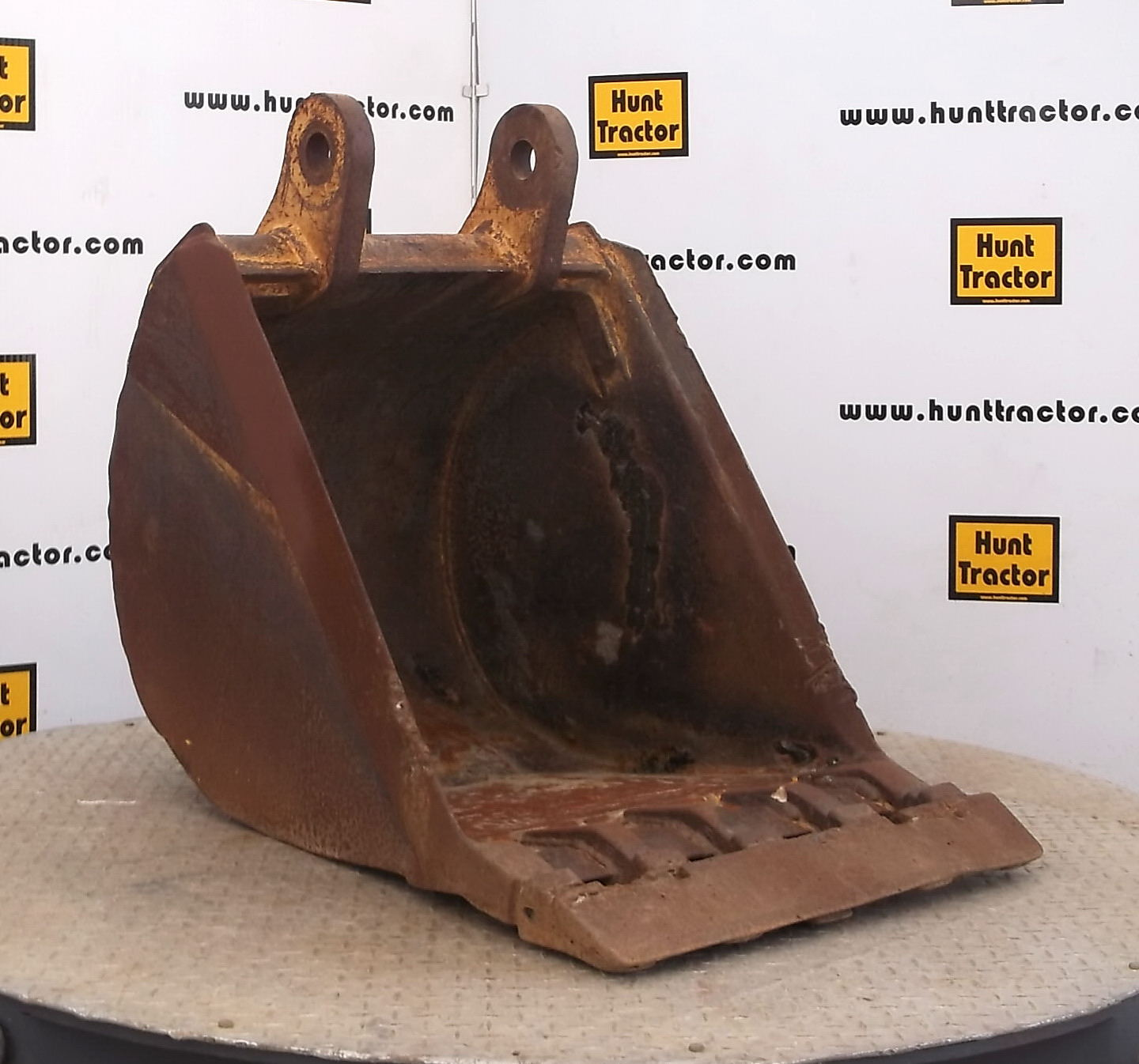 47059-24in Case 590L Bucket-1