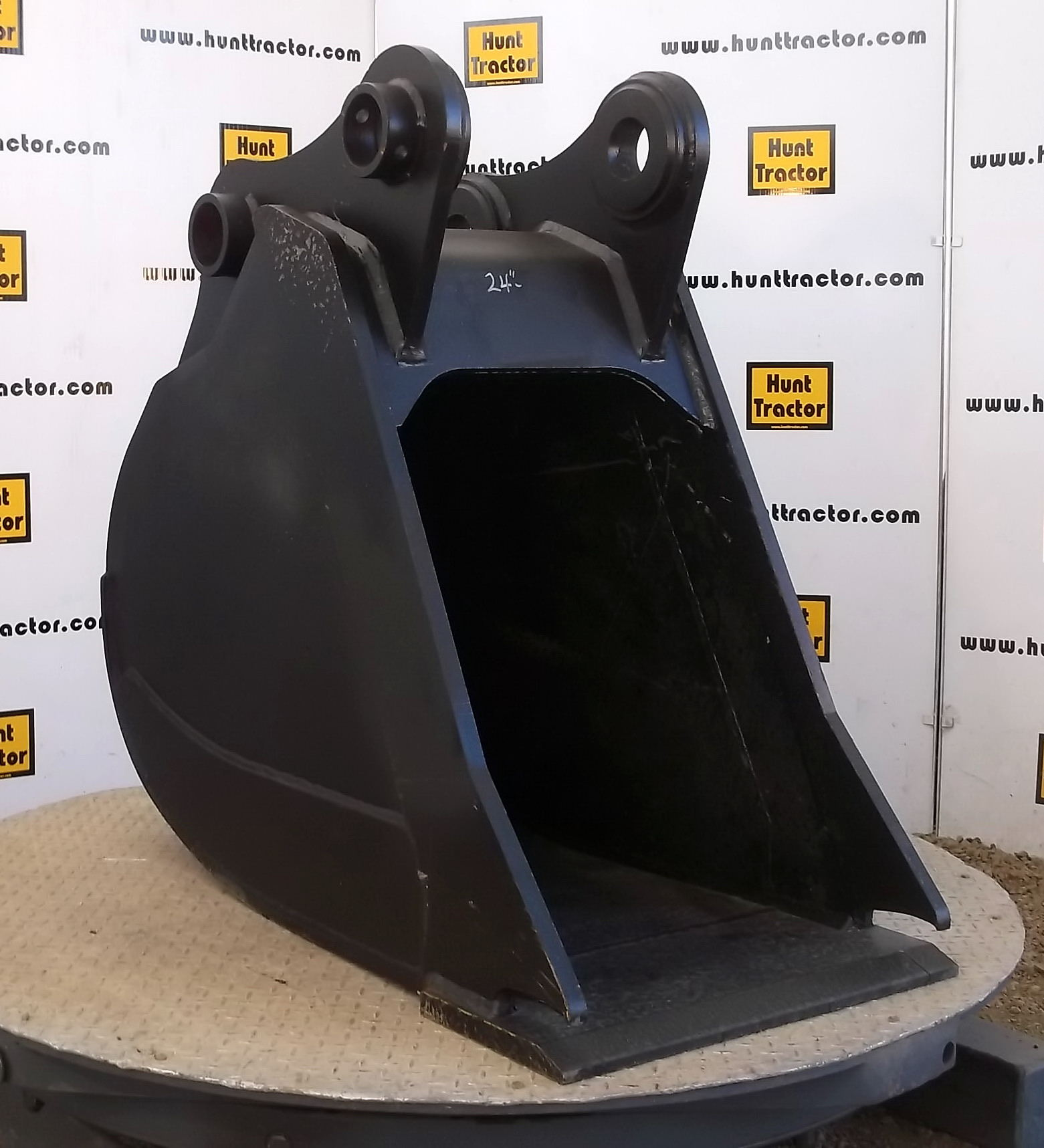 47298- CWS 24in Bucket for JD 160LC-1