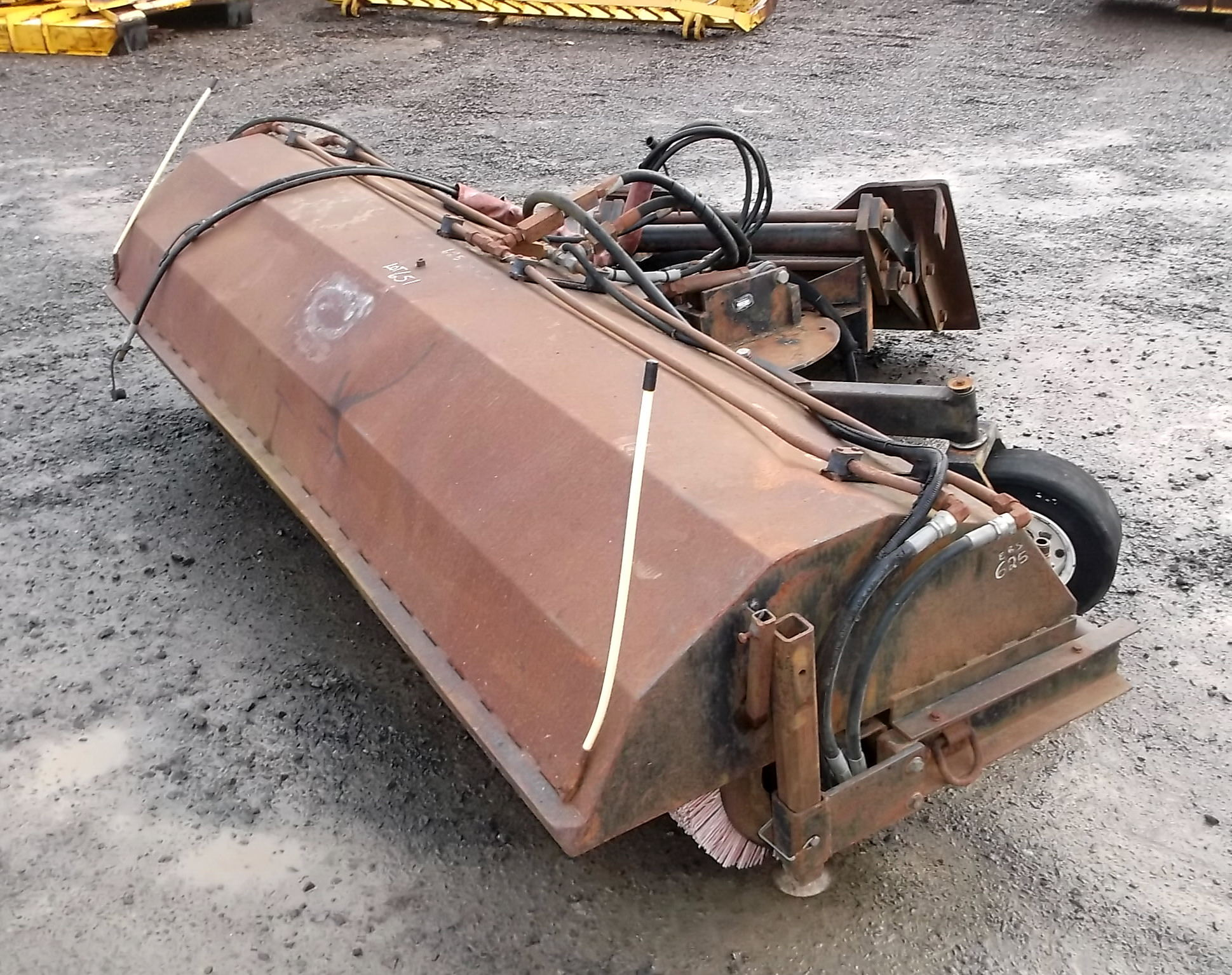 47367-108in Hydraulic Broom-1