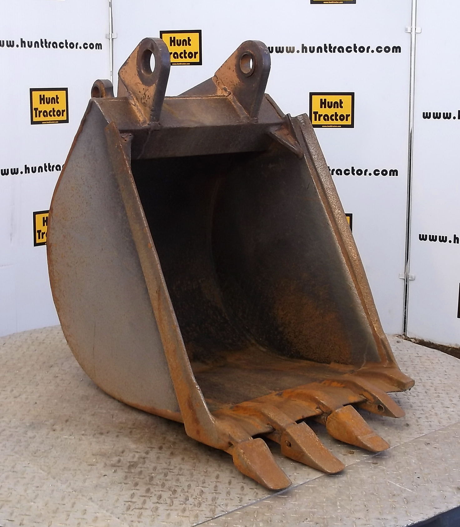 47411-24in Case 580L Bucket-1