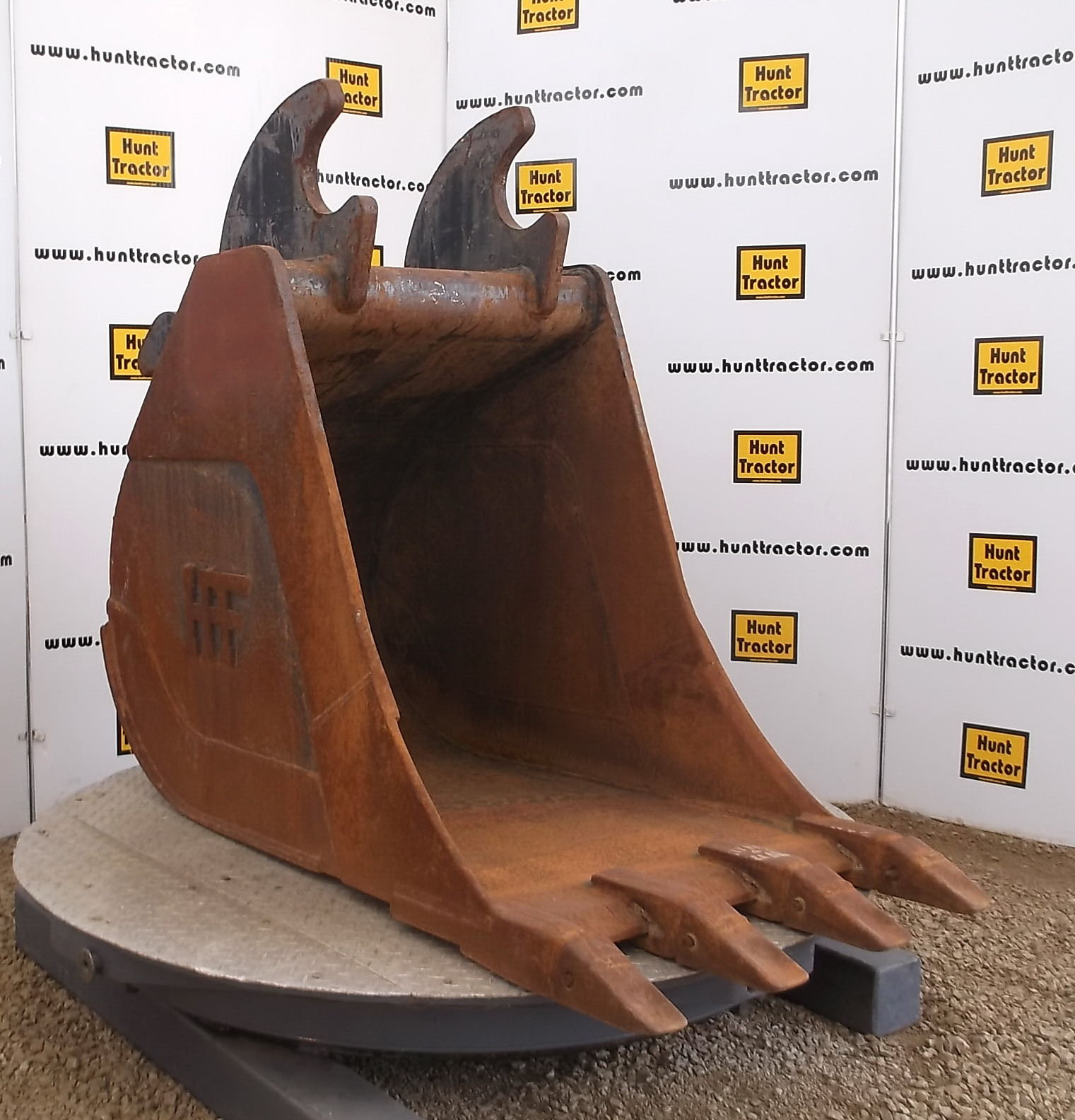 47598-31in HPF Wedge Bucket-1