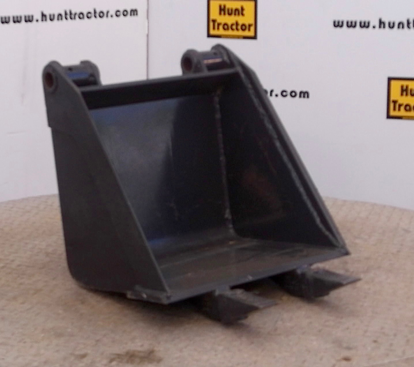 47703-18in Bobcat Bucket-1