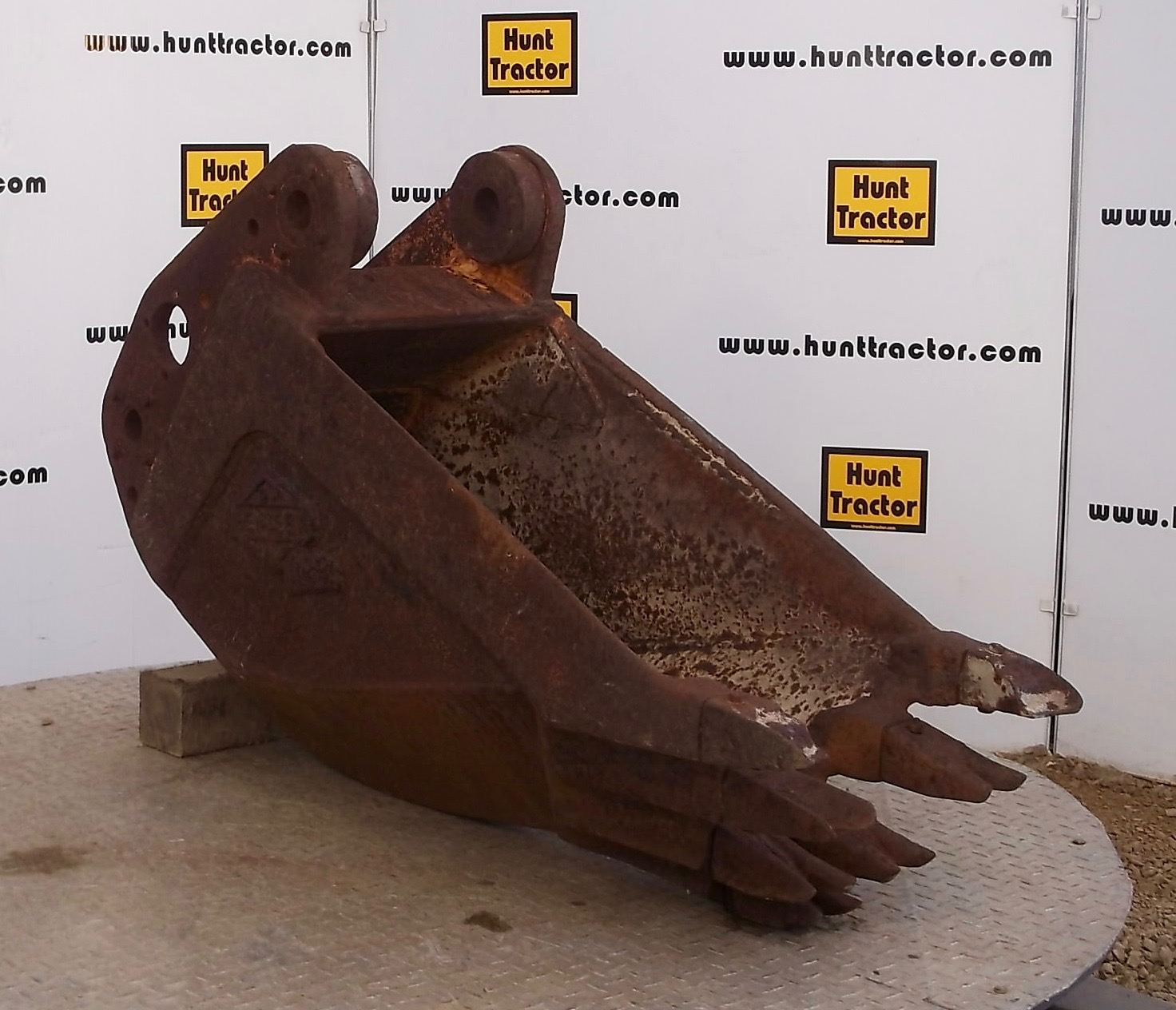 47715-16in Hensley 11V18 Frost Bucket-1