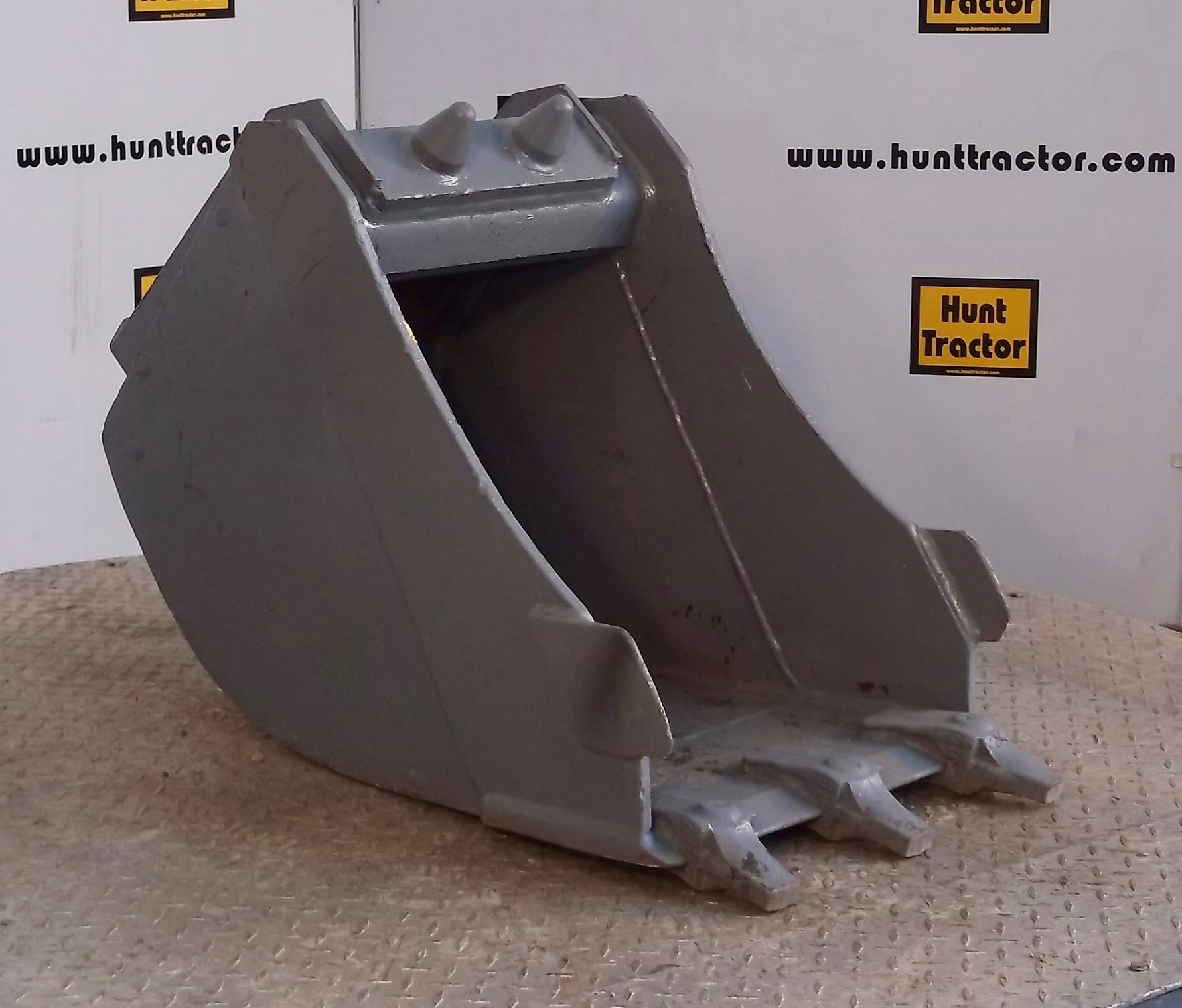 47836-17in Volvo QC Bucket-1