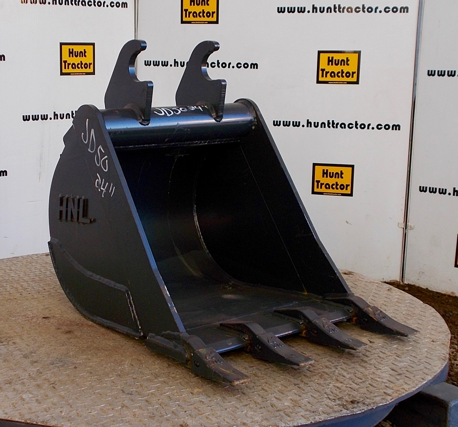 48264-24%22 JD Wedge Bucket-1