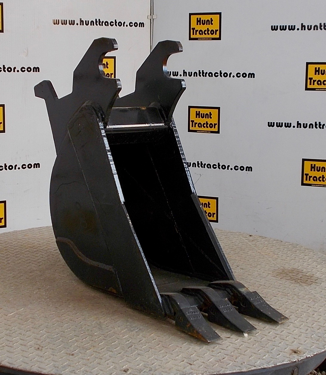48734-12%22 JD Wedge Bucket-1