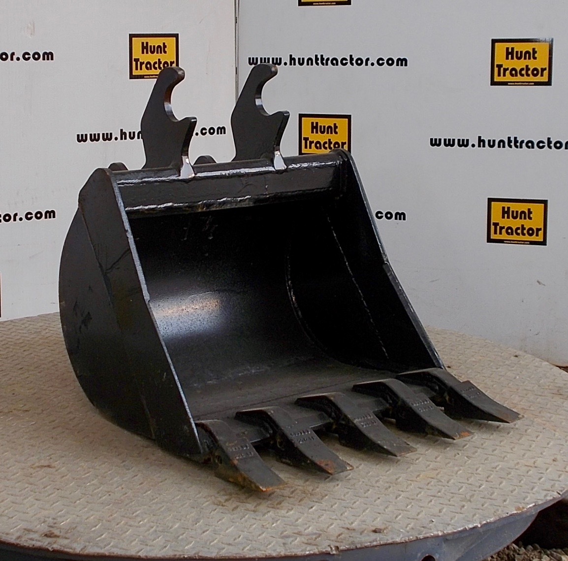 48728-24%22 JD Wedge Bucket-1